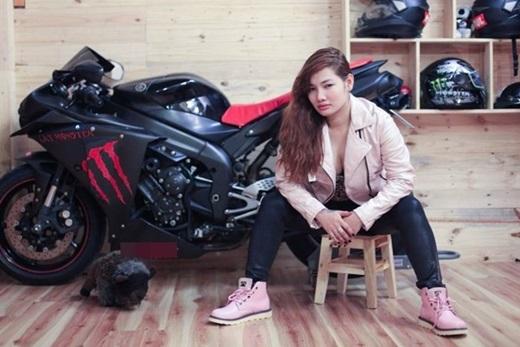 Nàng biker Ớt Hiểm quyến rũ không còn là một cái tên xa lạ trong cộng đồng biker Việt.(Ảnh: Internet)