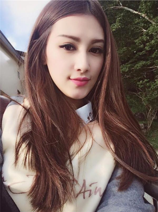 Emmy Nguyễn sởhữu một vẻ đẹp khiến nhiều người ấn tượng ngay từ những phút giây đầu tiên.
