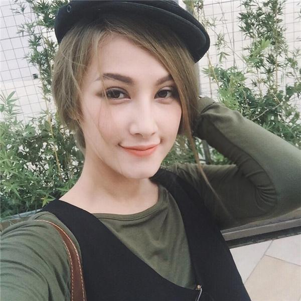 Sau khi chia tay Ly Kute chưa lâu, Mạc Hồng Quân đãbất ngờ bị bắt gặp đi chung với mẫu ảnh quyến rũ củaSài thành, Emmy Nguyễn.