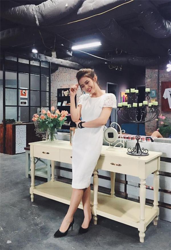 Không những thế, Trang Cherry còn có một gu ăn mặc phong cách nhưng cũng không kém phần thanh lịch đậm chất Hà Nội.