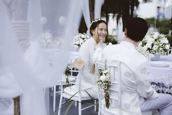Lễ đính hôn bí mật của cả hai diễn ra long trọng tại Nhà Bè, TP.HCM vào đầu tháng 11. - Tin sao Viet - Tin tuc sao Viet - Scandal sao Viet - Tin tuc cua Sao - Tin cua Sao