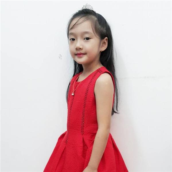 Bảo Anh đang sống cùng bố mẹ và em gái tại Hà Nội.(Ảnh: Facebook)
