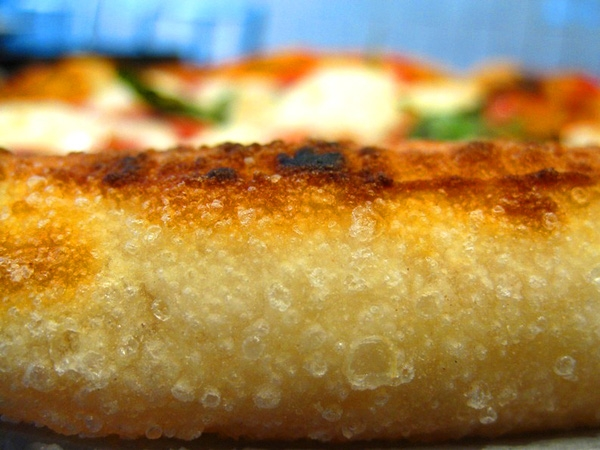 Nghe câu chuyện của chiếc pizza rán đang làm điên đảo cả New York