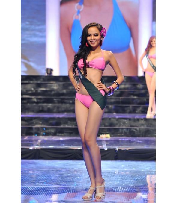 Trước đó 2 năm, Diễm Hương từng nhận giải Hoa hậu mặc bikini đẹp nhất tại Hoa hậu Trái đất 2010. Với lợi thế sân nhà, Diễm Hương đã có mặt trong top 15 chung cuộc.