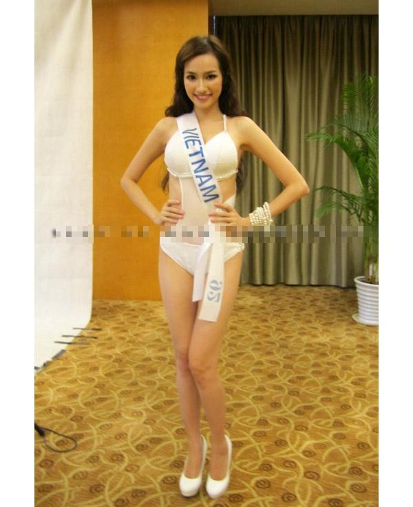 Trúc Diễm và hai bộ bikini trong khuôn khổ Hoa hậu Quốc tế 2011. Tuy nhiên bộ bikini màu trắng của Trúc Diễm lại bị điểm trừ bởi phần cúp ngực bị phô.