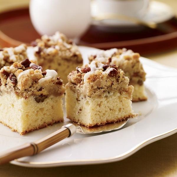 Bánh bạch đậu khấu: Bên trên lớp bánh mềm là phần hạt bạch đậu khấu kết hợp với hồ đào. Ảnh: Foodandwine.