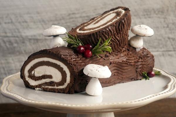 Bánh khúc cây Giáng sinh: Bánh Bûche de Noël là loại bánh cuộc được tạo hình khúc cây ngộ nghĩnh, thường được làm trong dịp lễ Giáng sinh. Ảnh: Cookdiary.