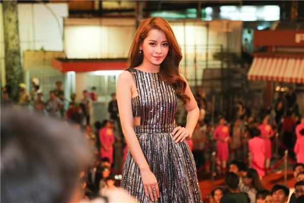 Diệnbộ váy quyến rũ với gam màu trầm, Chi Pu là một trong những sao Việt nổi bật tại lễ trao giải vừa qua. - Tin sao Viet - Tin tuc sao Viet - Scandal sao Viet - Tin tuc cua Sao - Tin cua Sao