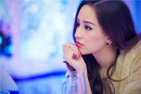 Á hậu Tú Anh không ngần ngại lườm yêu Mai Phương Thúy - Tin sao Viet - Tin tuc sao Viet - Scandal sao Viet - Tin tuc cua Sao - Tin cua Sao