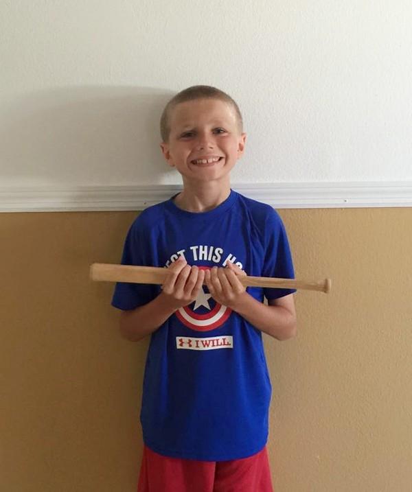 Được biết, ngoài việc quyên tặng tóc, Christian còn đóng góp rất nhiều đồ chơi và cả quần áo cũ của mình cho những bạn nhỏ kém may mắn.(Ảnh Internet)