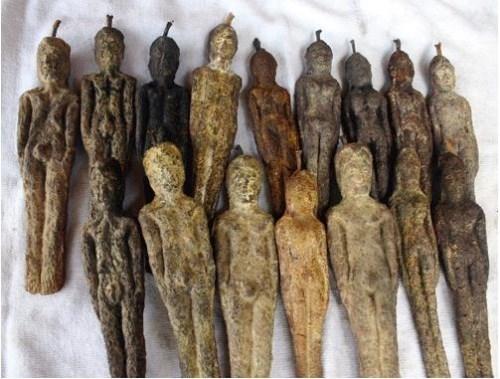 Ngoài ra, cây Nareepol cũng được cho là chứa đựng cả một câu chuyện huyền bí. Theo thần thoại trong Phật giáo của người Thái cũng kể lại rằng từng có một loại cây tên là Nariphon sinh trưởng tại khu rừng Himaphan - nơi các Phật tử sinh sống. Cây này trong 20 năm chỉ nở hoa kết trái một lần, kì lạ là trái của cây có hình dạng mộtcô gái trẻ.Ảnh: Internet