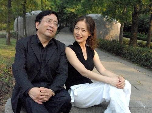 Mã Lan bên cạnh chồng - Dư Thu Vũ.