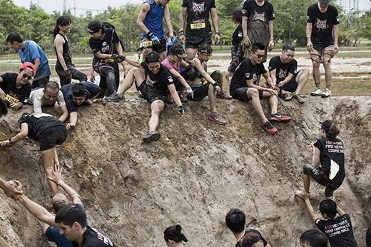 Champion Dash là cuộc đua vượt chướng ngại vật đầu tiên và duy nhất tại Việt Nam. Không đơn giản chỉ là chạy bộ, đây là một cơ hội để bạn thách thức sức khoẻ bản thân và tinh thần đồng đội (Ảnh Internet).