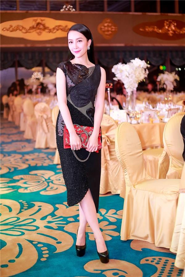 Hồ Ngọc Hà, Phạm Hương đẹp hút hồn với phong cách thời trang khác nhau