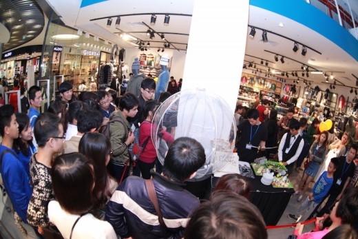 Không khí mua sắm tại ngày khai trương đầu tiên hai cửa hàng Terranova và Calliope.