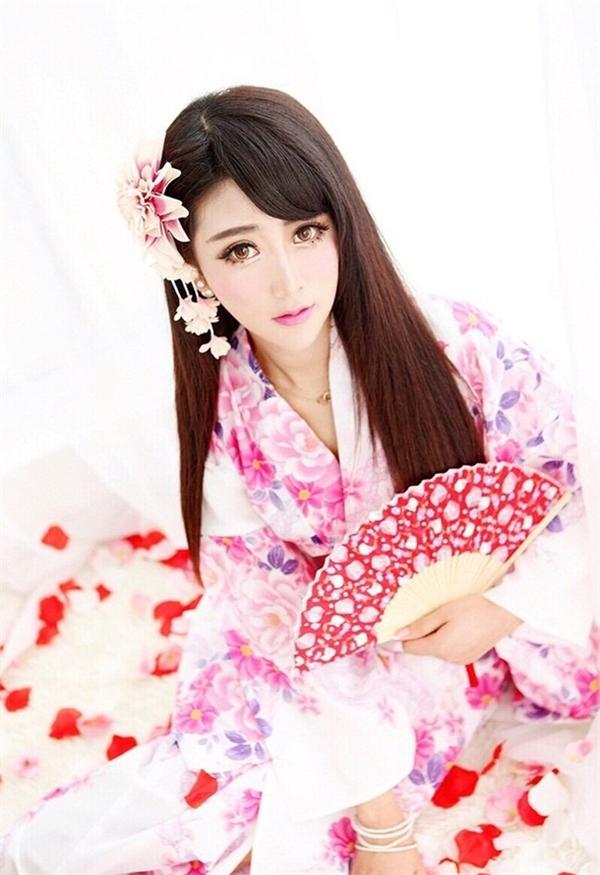 Tiểu Vi xinh đẹp trong hóa thân cô gái Nhật Bản diện Kinomo.