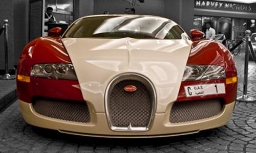 Thực tế, giá trịcủa biển sốnàyđắt hơn nhiều lần so với chiếc xe. Syed Abdul Ghaffar Khoury đã mua tấm biển với giá 14,3 triệu đô la (tương đương gần 320 tỉ đồng) trong một cuộc đấu giá tại khách sạn 7 sao Emirates Palace Hotel ở Abu Dhabi. (Ảnh: Internet)