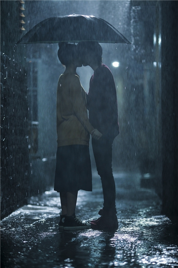 Cảnh hôn rất lãng mạn của Chi Pu và Gil Lê trong phim Yêu. - Tin sao Viet - Tin tuc sao Viet - Scandal sao Viet - Tin tuc cua Sao - Tin cua Sao