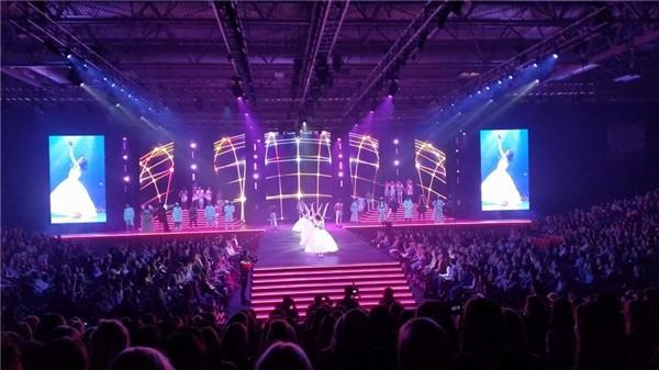 Hoàng Thùy bất ngờ trúng show diễn lớn tại Luân Đôn
