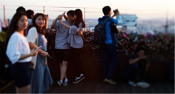 """Hàn Quốc đang nỗ lực """"mai mối""""cho các bạn trẻ để tăng tỷ lệ sinh."""