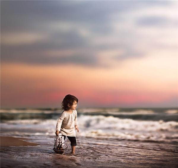 Một ngày nào đó, chắc chắn cả hai cô bé sẽ bay rất cao, rất xa...(Ảnh: Lilia Alvarado)