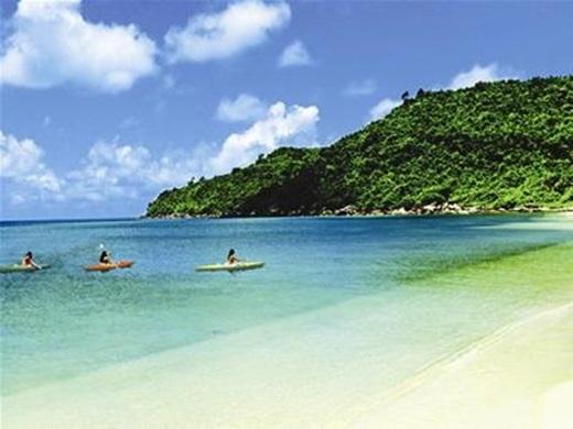 Những bãi Sao, bãi Khem nước biển biếc xanh bên bờ cát trắng lấp lánh sẽ làm bạn nhớ hoài không thôi. (Ảnh: Internet)