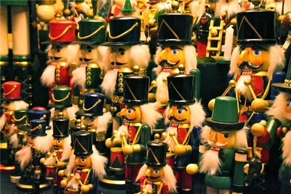 Thành phố Manchester có hẳn một chuỗi các khu chợ Giáng sinh hoành tráng hoạt động từ 14/11 đến 21/12.(Ảnh: BuzzFeed)