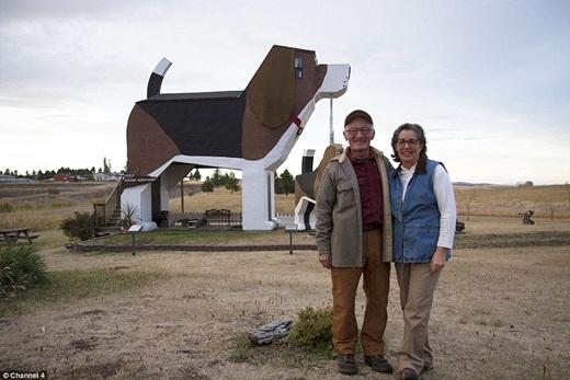 Ngôi nhà với hình dáng chú chó dễ thương ở Idaho, Mỹ được xây dựng vào năm 1997 là tác phẩm nghệ thuật của vợ chồng nghệ sĩ Dennis Sullivan và Frances Conklin. (Ảnh: Internet)