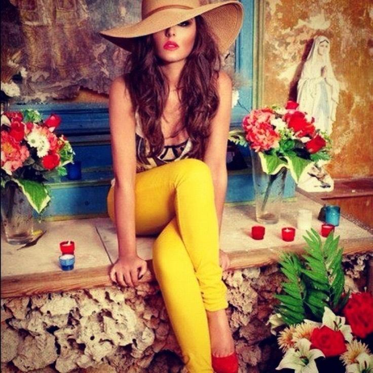Xanh coban và vàng chanh : Bộ đôi quyền lực của thời trang