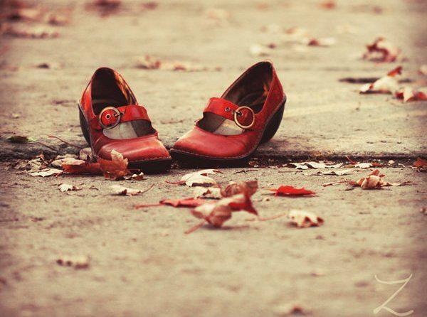 [Thơ] Hài đỏ , giày xanh và váy suông