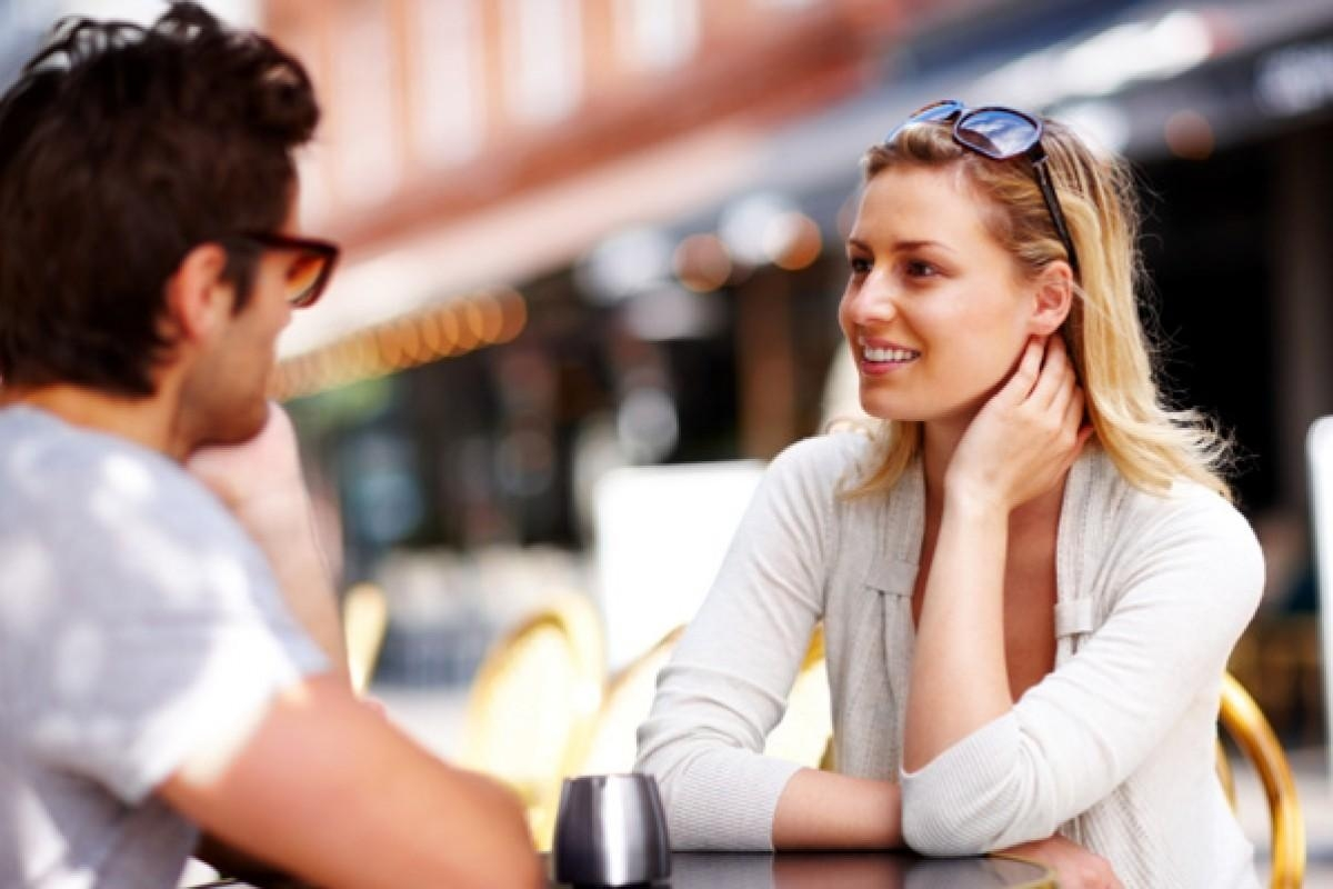 """""""Giải mã"""" cử chỉ của nàng trong buổi hẹn hò đầu tiên!"""