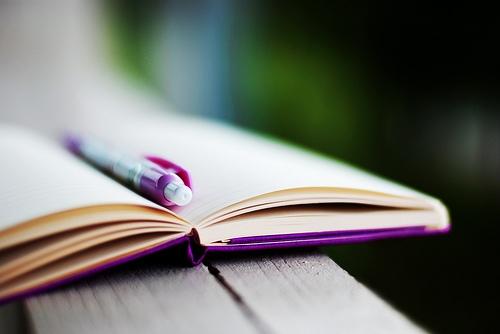 Chạm vào một cuốn sổ tay...