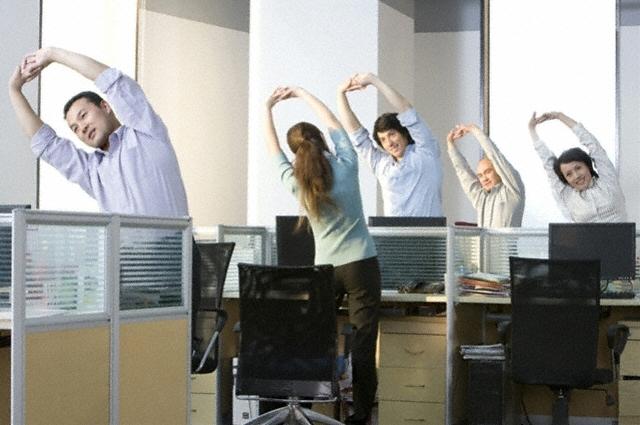 Vì sao dân văn phòng dễ bị béo bụng?