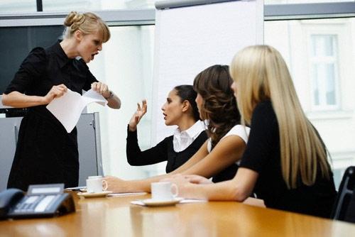 Đố kỵ với sếp: Hậu quả và giải pháp