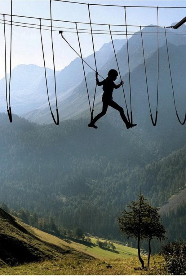Nghẹt thở với những bức ảnh nguy hiểm trên thế giới