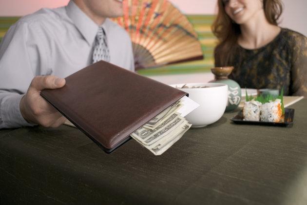 Chia đôi hóa đơn và câu chuyện về bình đẳng giới