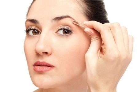 Mách bạn 7 bí quyết chăm sóc vùng da quanh mắt