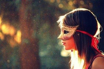 Sống ảo giữa đời chứ đừng sống giả với chính ta