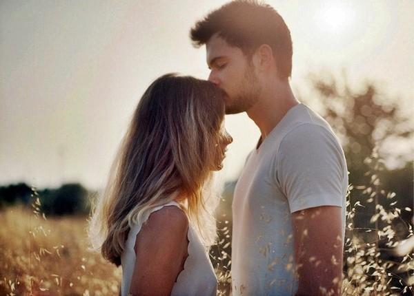 Này mối tình đầu, xin anh hãy cho phép em nhớ anh như một thói quen!