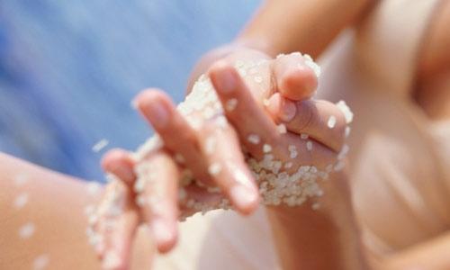 Đủ cách làm đẹp an toàn với muối biển