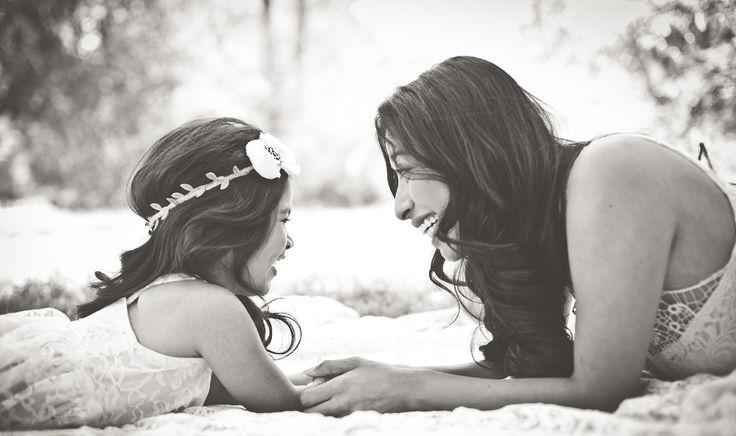 Mẹ là người nuôi nấng con, còn xã hội thì không.