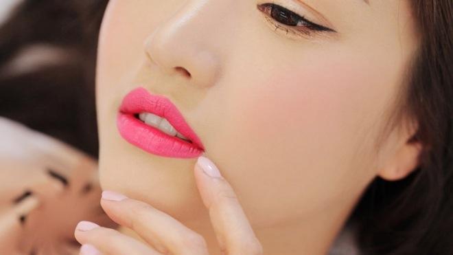 9 mẹo làm đẹp đa năng chỉ với thỏi son dưỡng