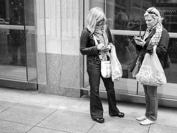 [Bộ ảnh] Sự chết dần của giao tiếp trong thời đại smartphone đáng để suy ngẫm
