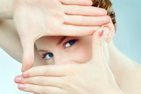 10 điều mà bạn đang trực tiếp huỷ hoại đôi mắt của mình