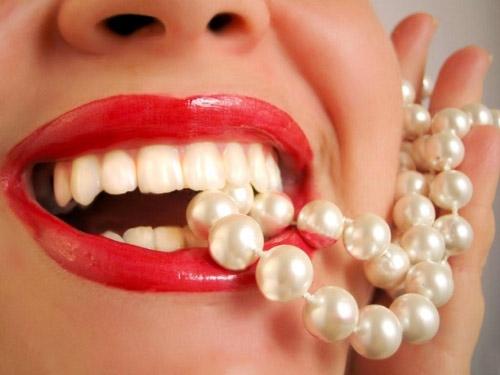 10 cách làm trắng răng tự nhiên