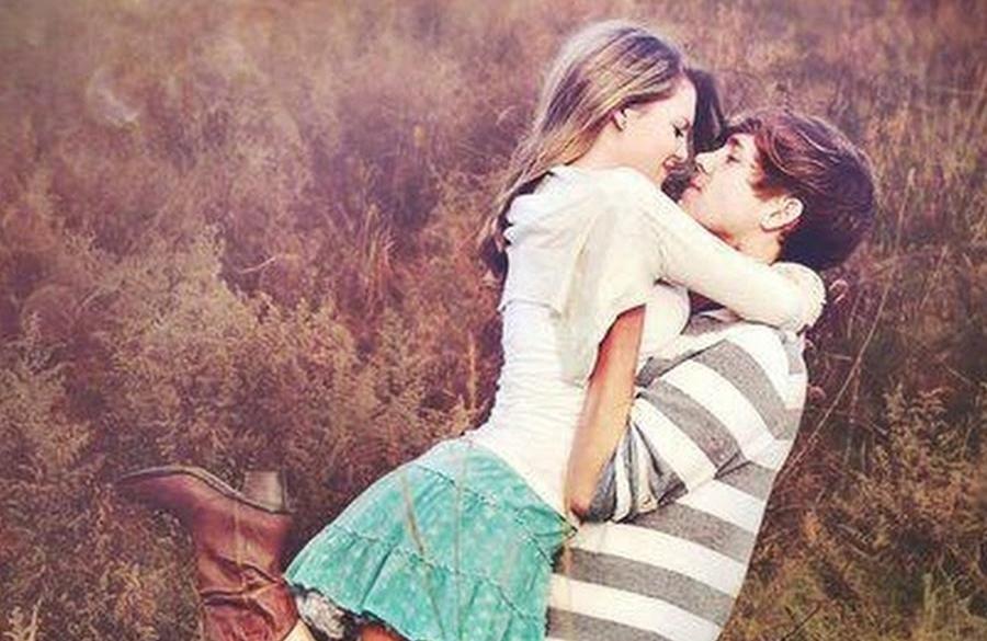 7 dấu hiệu cho thấy nàng đang muốn… hôn bạn