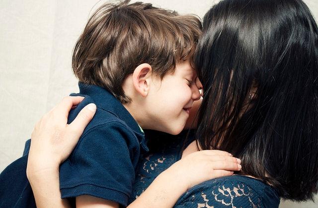 Mẹ và xã hội đã dạy con trai như thế