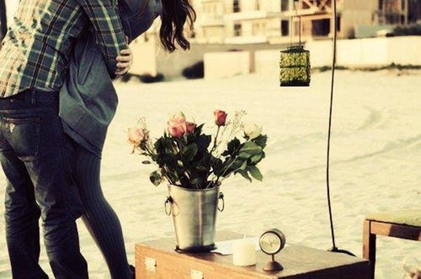 8 cử chỉ của chàng khiến nàng luôn hạnh phúc