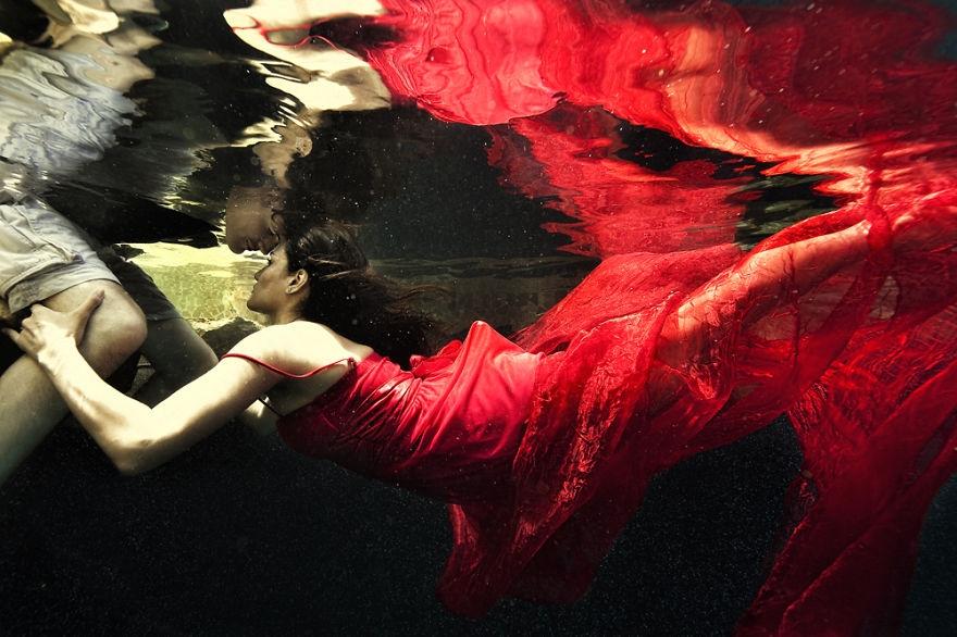 Chiêm ngưỡng bộ ảnh cưới chụp dưới nước khiến tim bạn ngất ngây