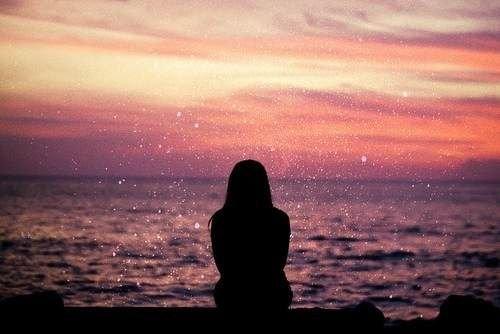 Tôi cô đơn ngay trong chính nụ cười của mình…